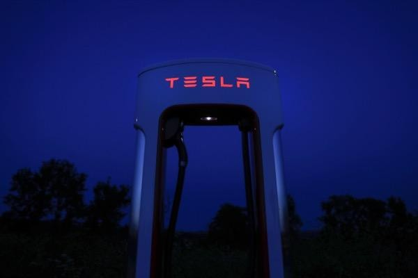 Tesla Battery Day share price prediction rating investors shareholders targets analysts brokers buy sell long short trade trading platform