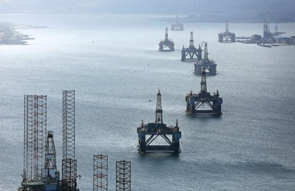 Oil rig after Chevron ends Anadarko bid